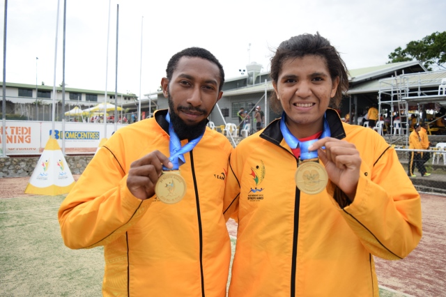 PNG squash mixed doubles pair Madako Suari Junior and Lynette Vai won gold. Photo by Daniel Potuku