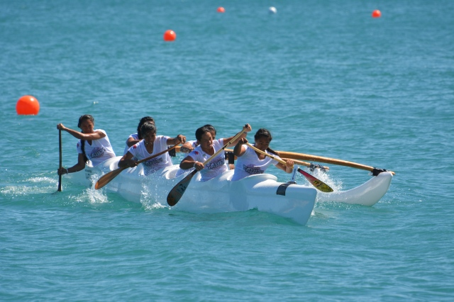 Tahiti women's V6-500m and V6-1500m teams were unbeatable on Monday. Photo by David Wesley.